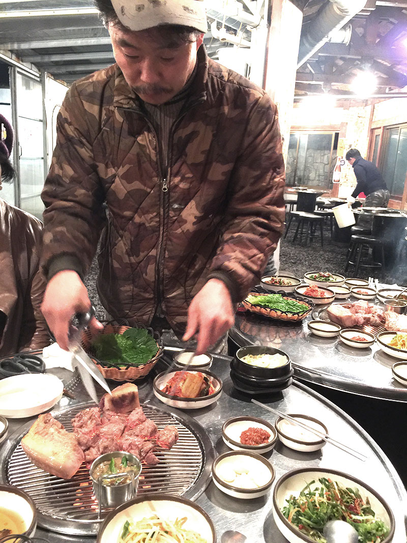 A Foodie's Guide: Korean BBQ for dummies - How to order and eat Korean BBQ like locals, plus insider's tips. | www.chloestravelogue.com | #koreanfood #bbq