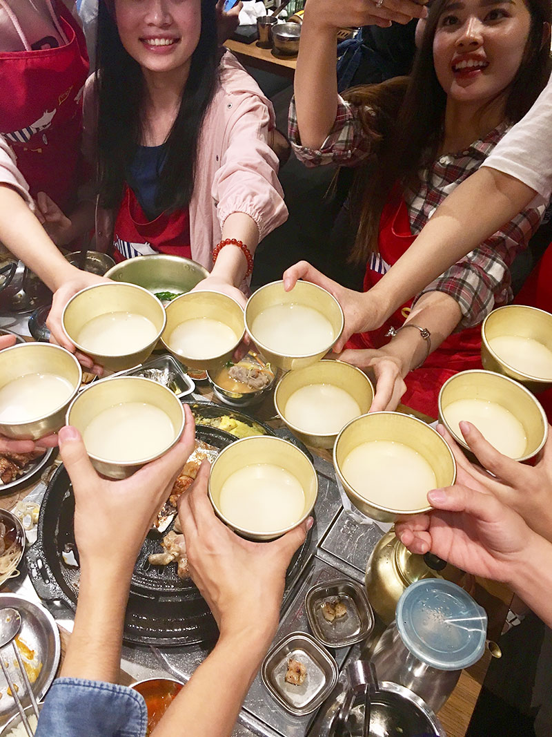 A Foodie's Guide: Korean BBQ - Makgeolli, fermeted rice wine, pairs well with Korean BBQ. | www.chloestravelogue.com | #koreanfood #bbq #makgeolli
