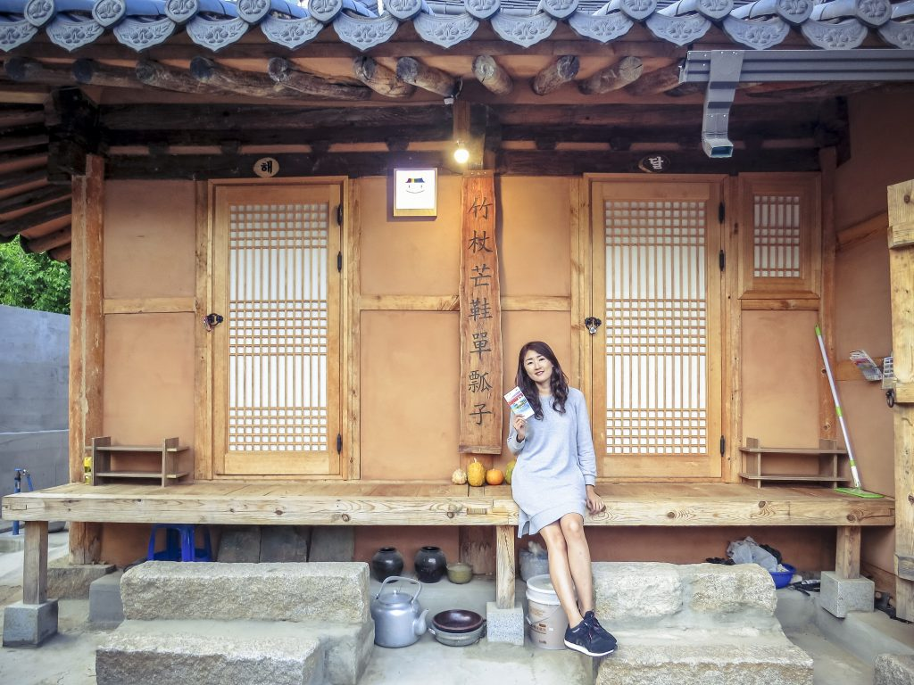 20 Unique Experiences in Korea | What to Do, See and Eat in Seoul, Korea: Stay in Hanok Hotel | www.chloestravelogue.com