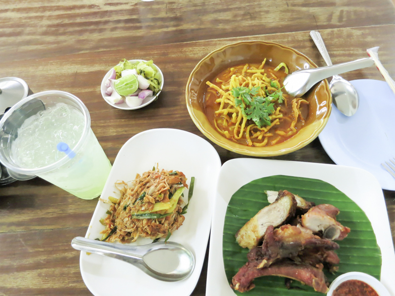 Things to Do in Chiang Mai - Have a Bowl of Khao Soi | www.chloestravelogue.com #Thailand #ChiangMai #ThailandInsider #KhaoSoi #ThaiFood