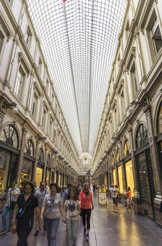 One day in Brussels: Galeries Royales Saint-Hubert | #Brussels #Bruxelles #itinerary #Europe #luxury #shoppingarchade #GalleriaVittorio #beautifulmall #BelgianChocolate #artisan #chocolatier #Landmark | www.ChloesTravelogue.com
