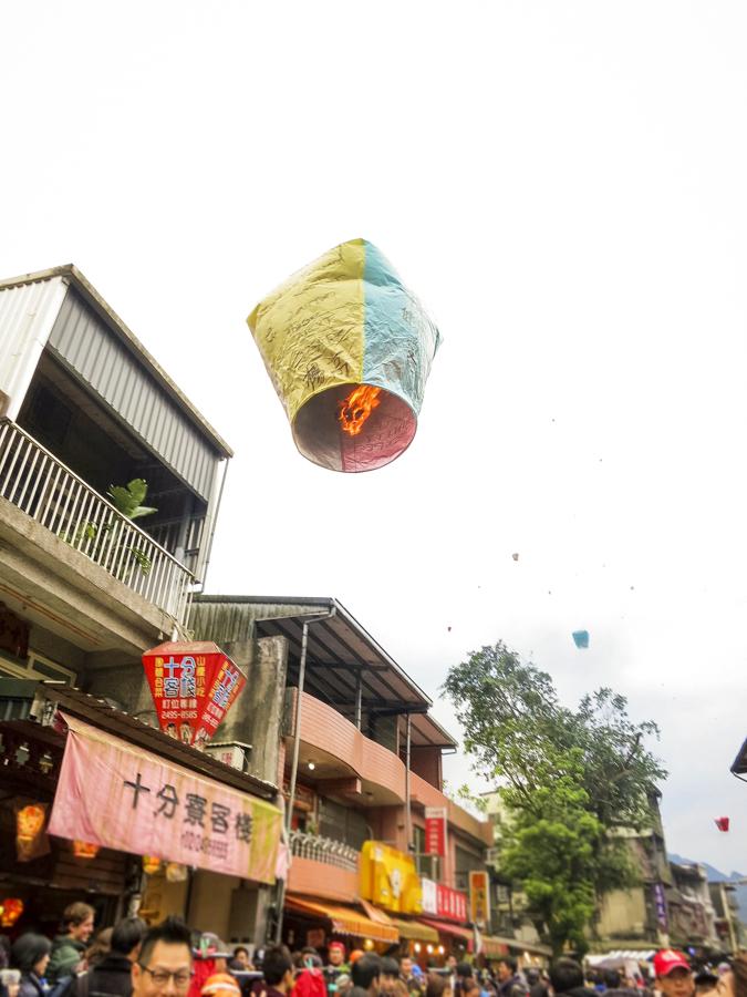 Lantern Festival in Taiwan   Tangled-inspired sky lantern experience on Taiwan's historic railroad at Shifen Old Street   #Pingxi #skylanternfestival #taiwan #Shifen #Tangled #skylantern